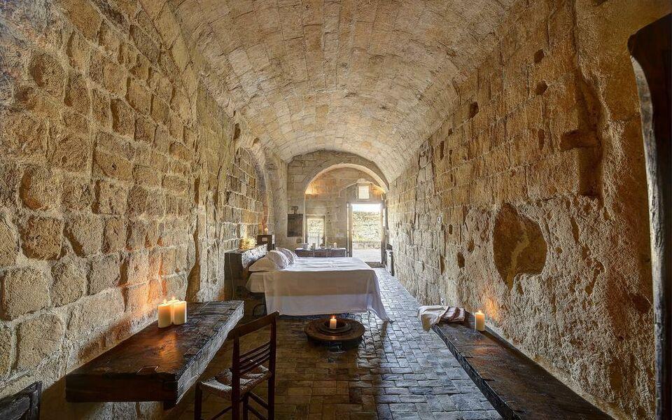 Sextantio le grotte della civita a design boutique hotel for Decor italy srl