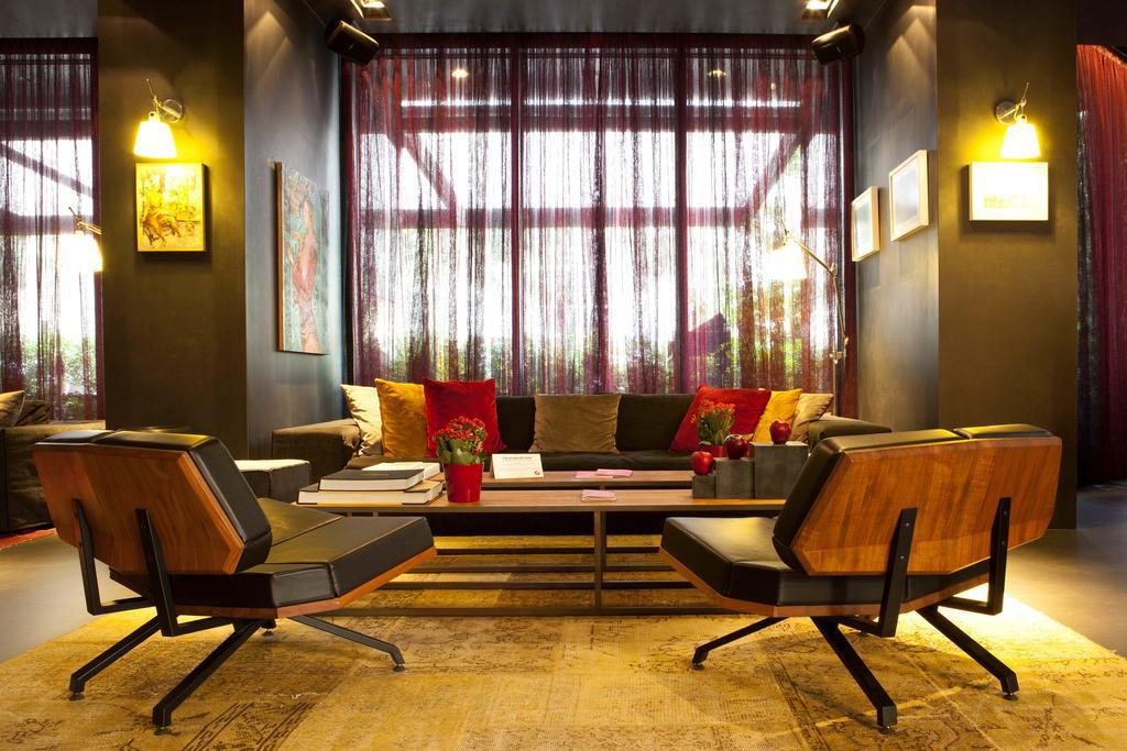 beirut chat rooms Book a hotel in beirut, lebanon being a premier city of lebanon, beirut (bey) boasts of all kinds of hotels on earth areas like hamza offer a variety of mid-range hotels, while the neighborhood of corniche is home to many upscale hotels facing beautiful beaches.