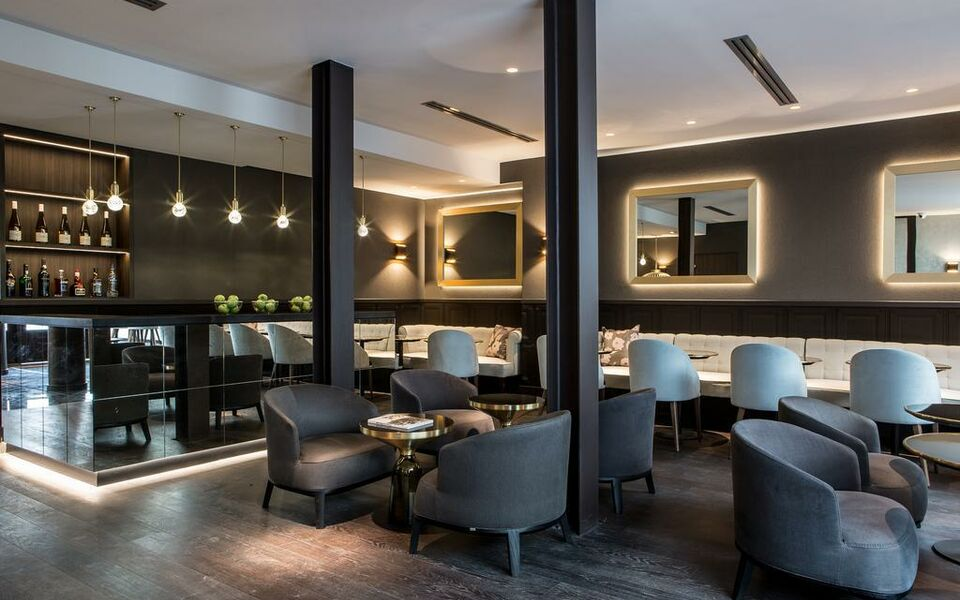 le parisis paris tour eiffel a design boutique hotel paris france. Black Bedroom Furniture Sets. Home Design Ideas