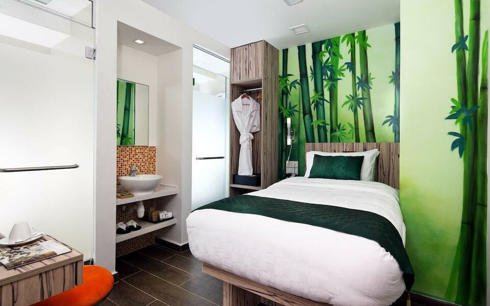 Hotel clover the arts a design boutique hotel singapore for Art design boutique hotel imperialart