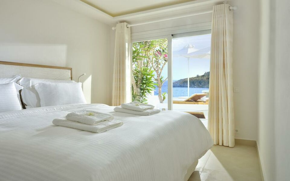 Nissaki boutique hotel mykonos gr ce my boutique hotel for Small luxury beach hotels