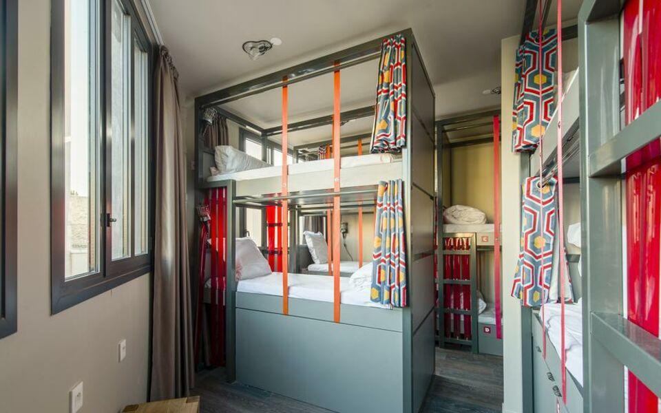 les piaules paris frankreich. Black Bedroom Furniture Sets. Home Design Ideas