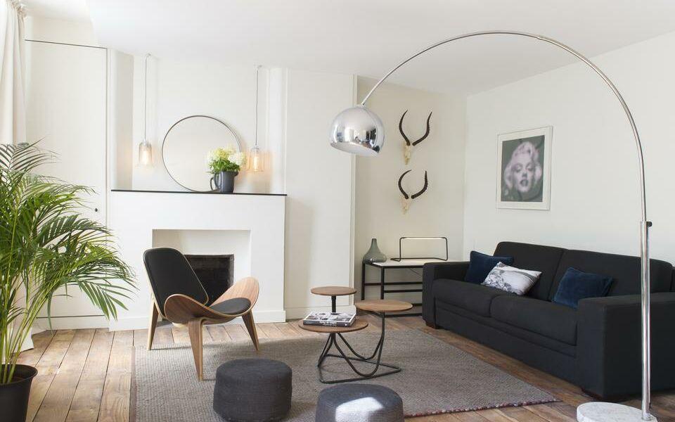 chez laurence du tilly caen frankreich. Black Bedroom Furniture Sets. Home Design Ideas
