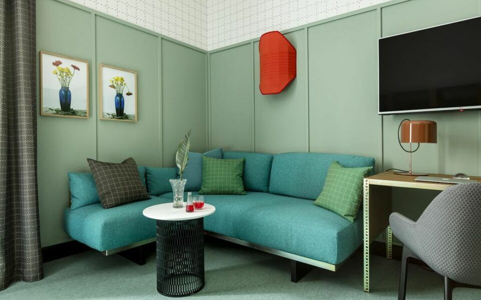 Room mate giulia a design boutique hotel milan italy for Milano hotel design