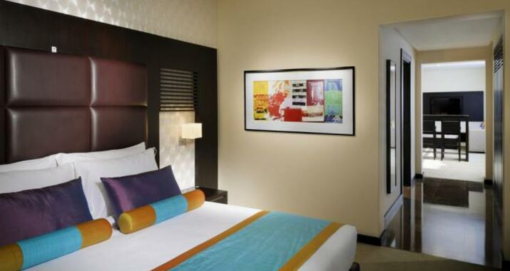 Hues boutique hotel a design boutique hotel dubai united for Boutique hotel dubai