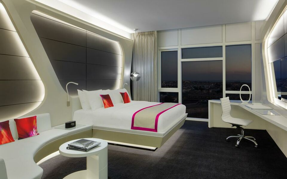 W dubai al habtoor city a design boutique hotel dubai for Small boutique hotels dubai