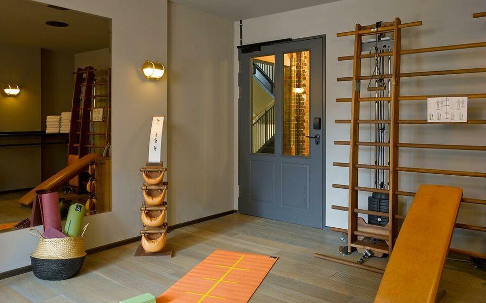 25hours hotel altes hafenamt hamburg deutschland. Black Bedroom Furniture Sets. Home Design Ideas