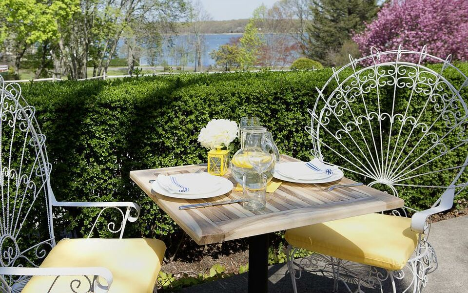 shelter island heights dating site Our boutique shelter island hotel features 11 stearns point road shelter island heights ©2018 shelter island house web site design by white stone.