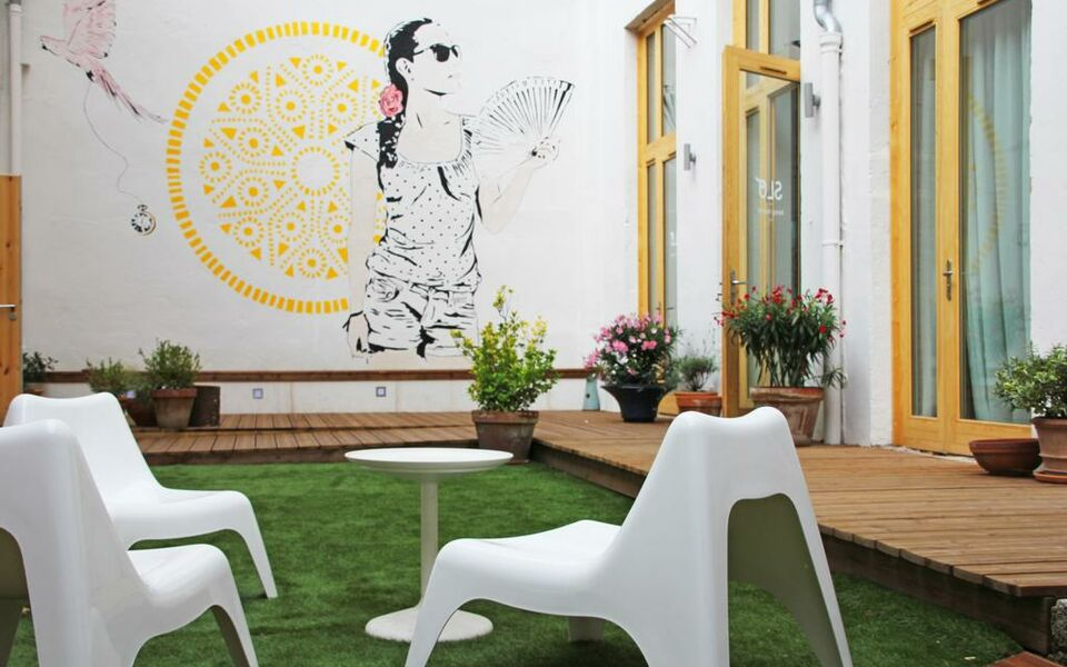 slo living hostel lyon france my boutique hotel. Black Bedroom Furniture Sets. Home Design Ideas