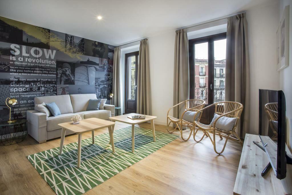 Slow suites luchana madrid spagna for Piani di cabina di tronchi di 2 camere da letto