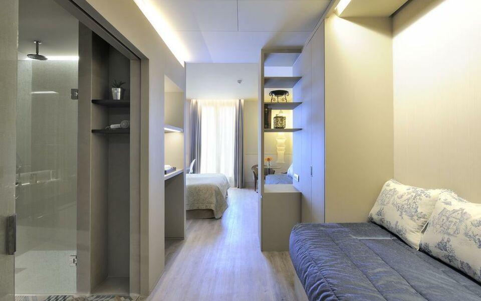 Duquesa de cardona 4 sup a design boutique hotel - Hotel duques de cardona ...