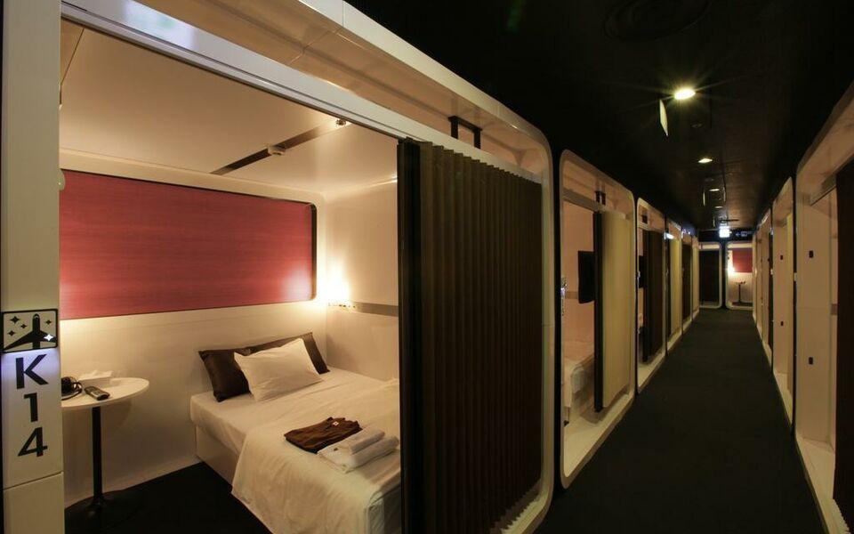 First cabin tsukiji a design boutique hotel tokyo japan for Best boutique hotels japan