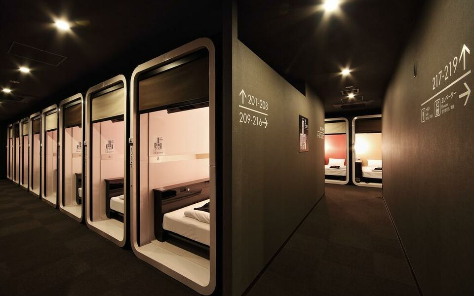 First cabin tsukiji a design boutique hotel tokyo japan for Boutique hotel tokyo