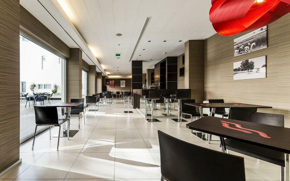 moov hotel vora vora portugal. Black Bedroom Furniture Sets. Home Design Ideas