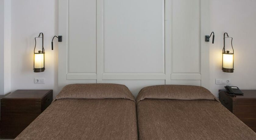 parador de la granja la granja de san ildefonso espagne. Black Bedroom Furniture Sets. Home Design Ideas
