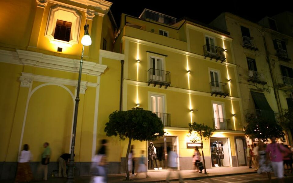 Palazzo abagnale sorrento a design boutique hotel for Design hotel italy