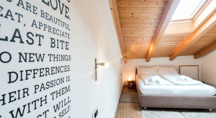 goethe guesthouse bolzano italien. Black Bedroom Furniture Sets. Home Design Ideas