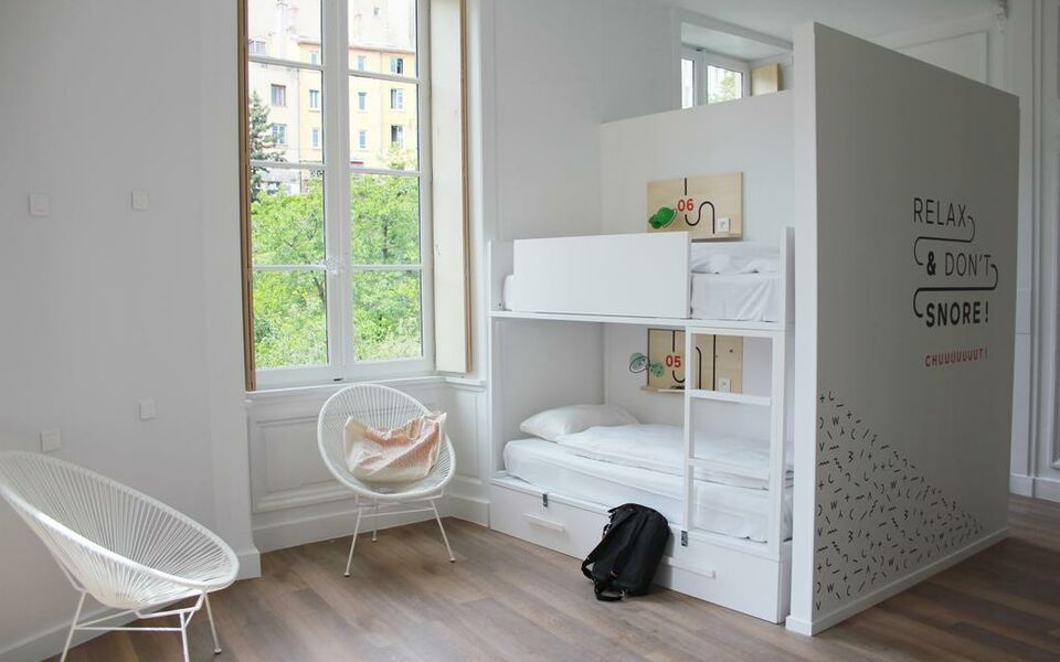 away hostel coffee shop a design boutique hotel lyon france. Black Bedroom Furniture Sets. Home Design Ideas