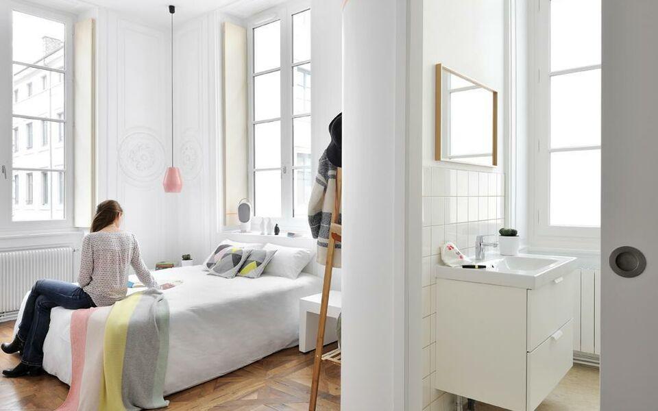 away hostel coffee shop lyon france my boutique hotel. Black Bedroom Furniture Sets. Home Design Ideas