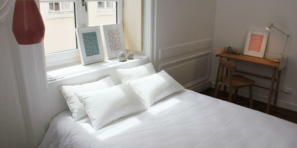 away hostel coffee shop lyon frankreich. Black Bedroom Furniture Sets. Home Design Ideas