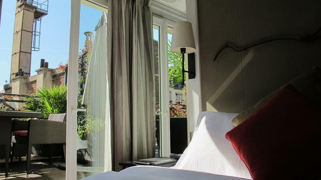 A la villa madame parigi francia for Piani di cabina di log gratuiti