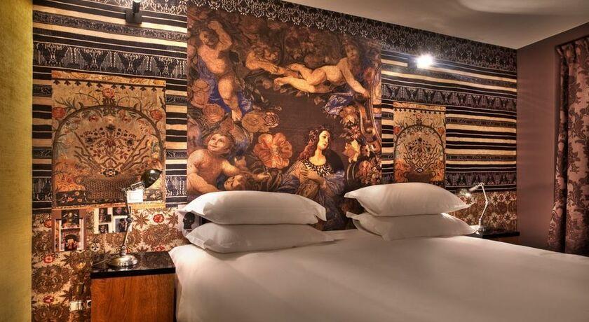 Hotel le notre dame saint michel a design boutique hotel Hotel christian lacroix