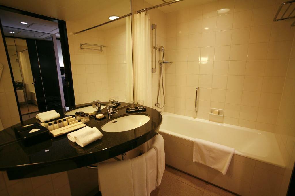 Hyatt regency osaka a design boutique hotel osaka japan for Design hotel osaka