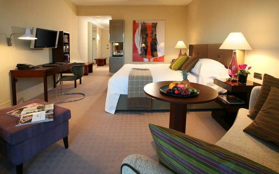 rocco forte the charles hotel a design boutique hotel. Black Bedroom Furniture Sets. Home Design Ideas