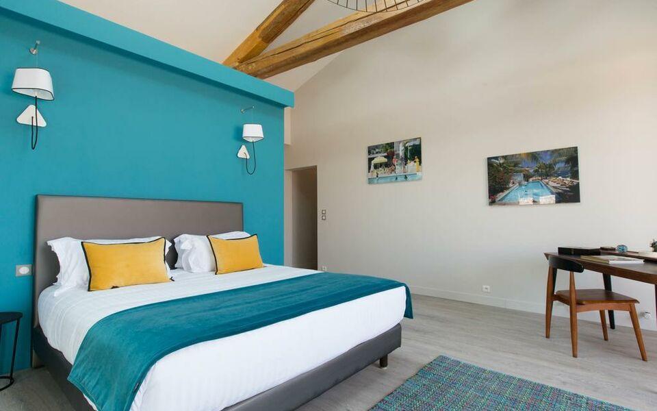 La cour des sens a design boutique hotel lagnes france for Boutique hotel luberon
