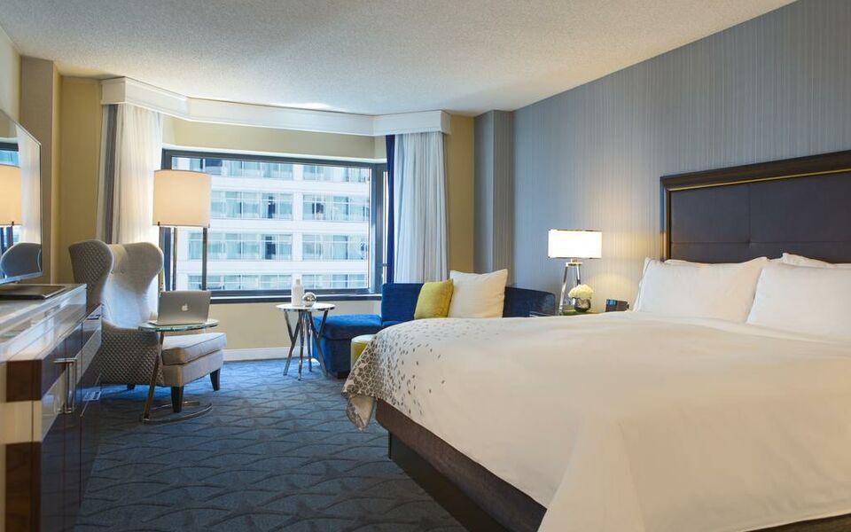 Renaissance chicago downtown hotel a design boutique for Trendy hotels chicago