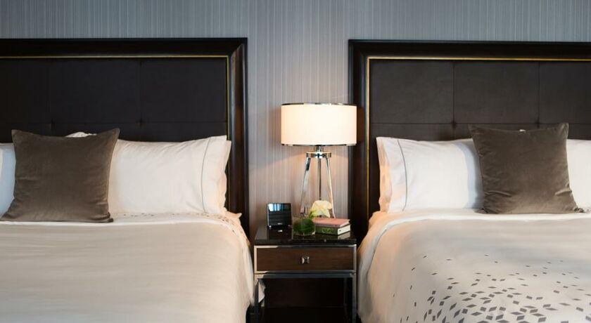 Renaissance chicago downtown hotel chicago vereinigte for Bett vor heizung