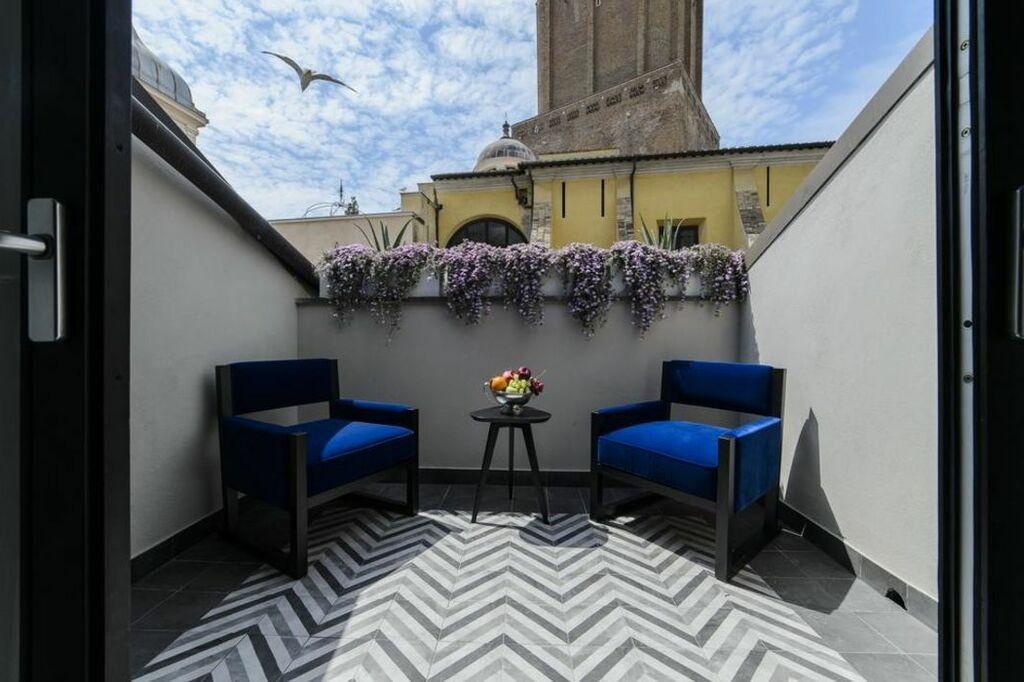 Vasca Da Bagno Con Vista Sulla Citta Interior Design : Roma luxus hotel italia