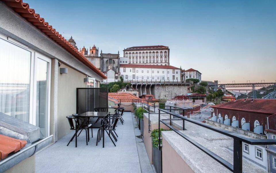 The house ribeira porto hotel a design boutique hotel for Porto design hotel