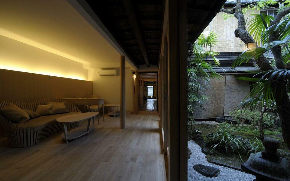 Traditional kyoto inn serving kyoto cuisine izyasu for Design hotel kyoto