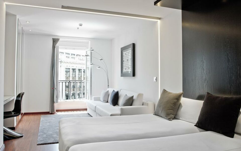 Hotel regina a design boutique hotel madrid spain for Hotel regina alcala 19 madrid