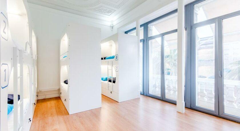 New lisbon concept hostel lissabon portugal for Bett vor heizung