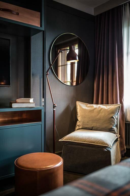 huus gstaad saanen schweiz. Black Bedroom Furniture Sets. Home Design Ideas