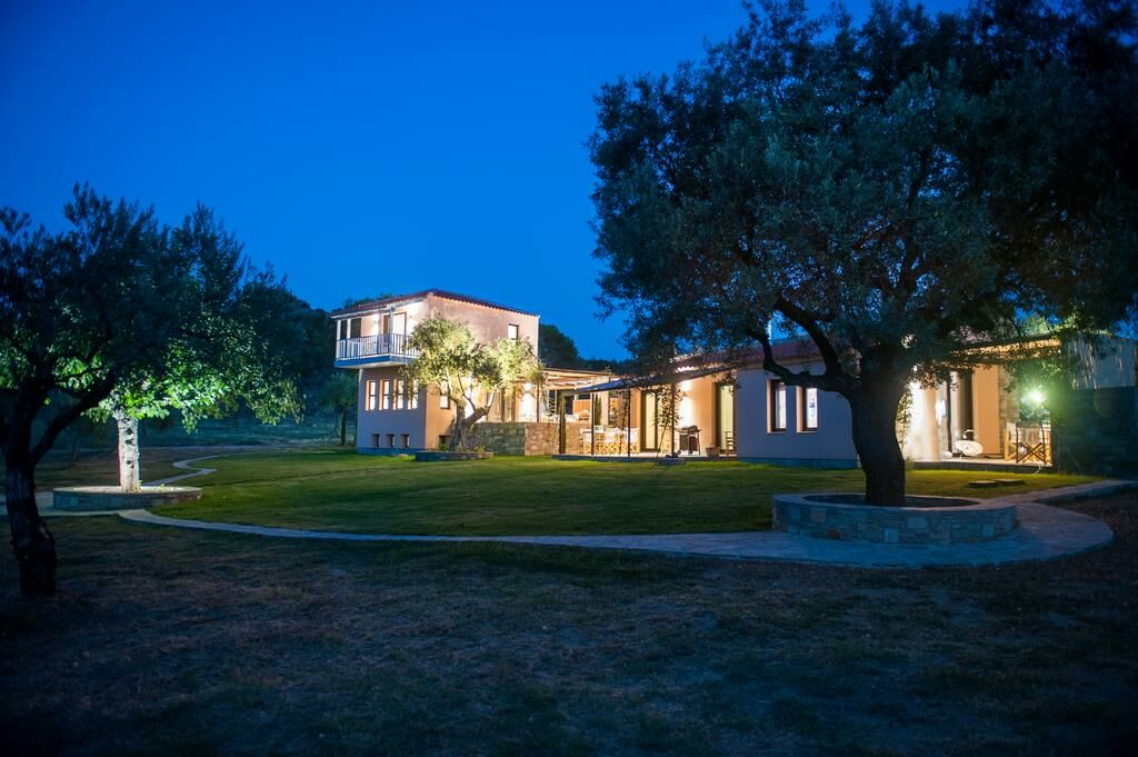 Serenity estate ormos panagias grecia for Graziose case con 2 camere da letto