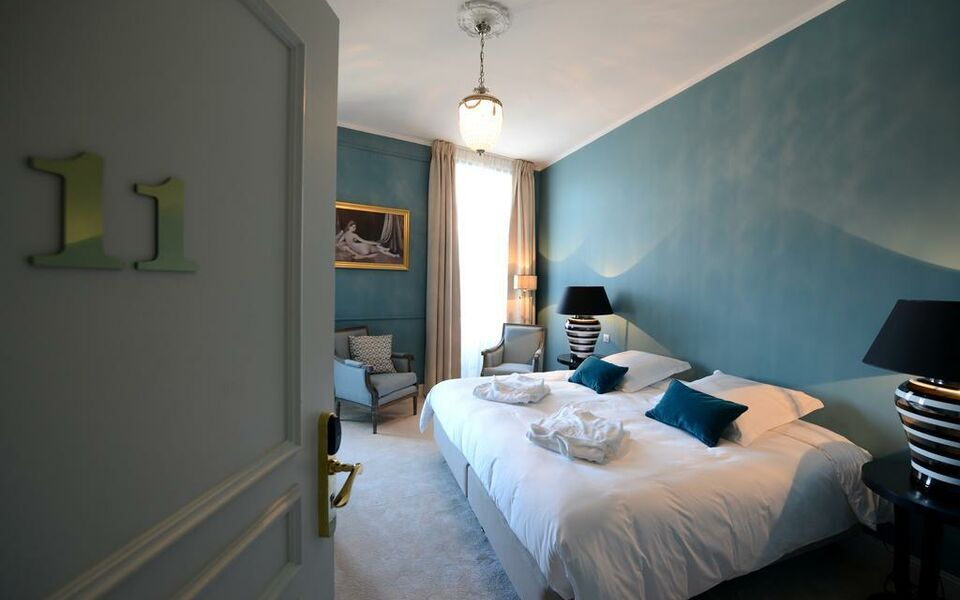 Grand h tel henri ch teaux h tels collection l 39 isle for Boutique hotel collection