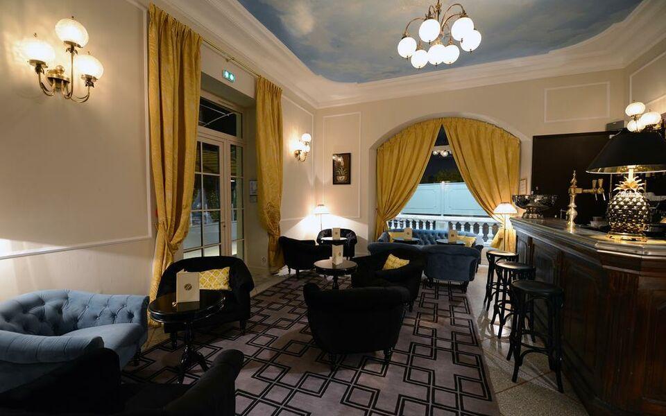 Grand Hotel Henri Les Collectionneurs L Isle Sur La Sorgue France