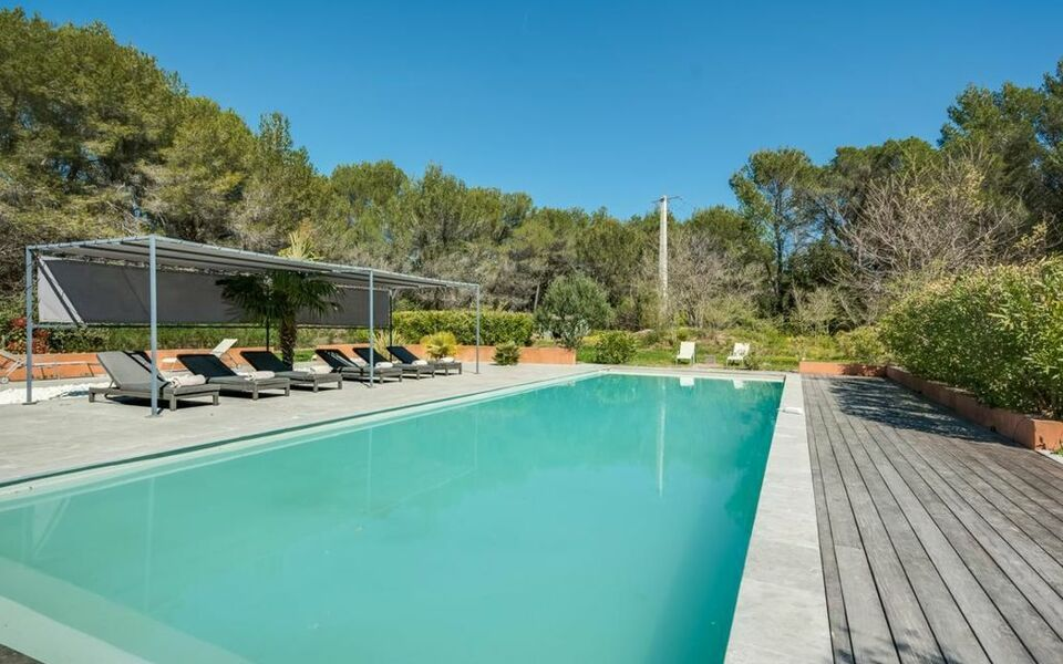 Villa with pool near aix en provence a design boutique for Pool design france