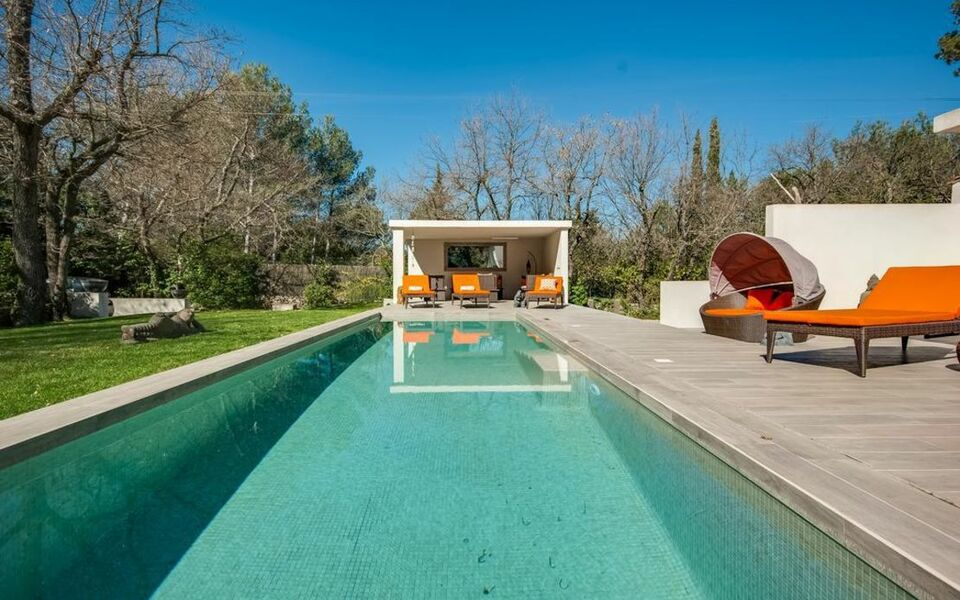 Villa Ten Minutes from the Centre of Aix-en-Provence, Aix en Provence (3)