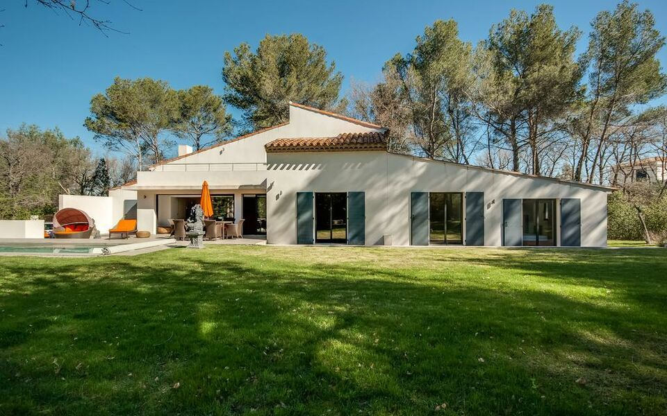 Villa Ten Minutes from the Centre of Aix-en-Provence, Aix en Provence (4)
