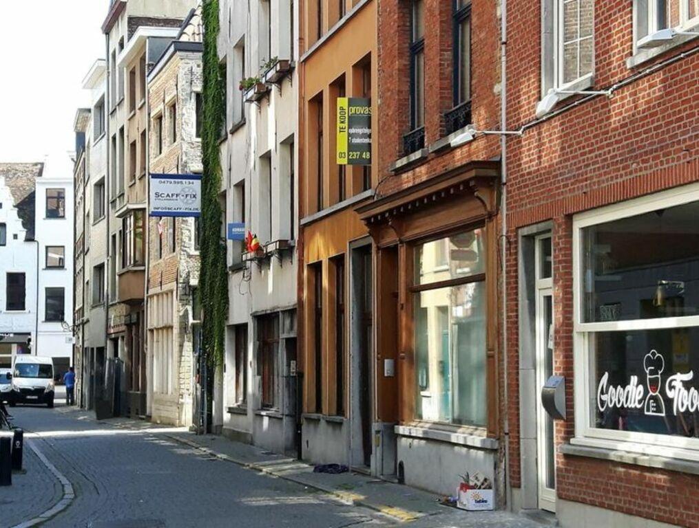 zalig in antwerpen a design boutique hotel antwerp belgium. Black Bedroom Furniture Sets. Home Design Ideas