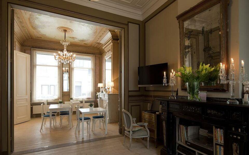b b antwerp a design boutique hotel antwerp belgium. Black Bedroom Furniture Sets. Home Design Ideas