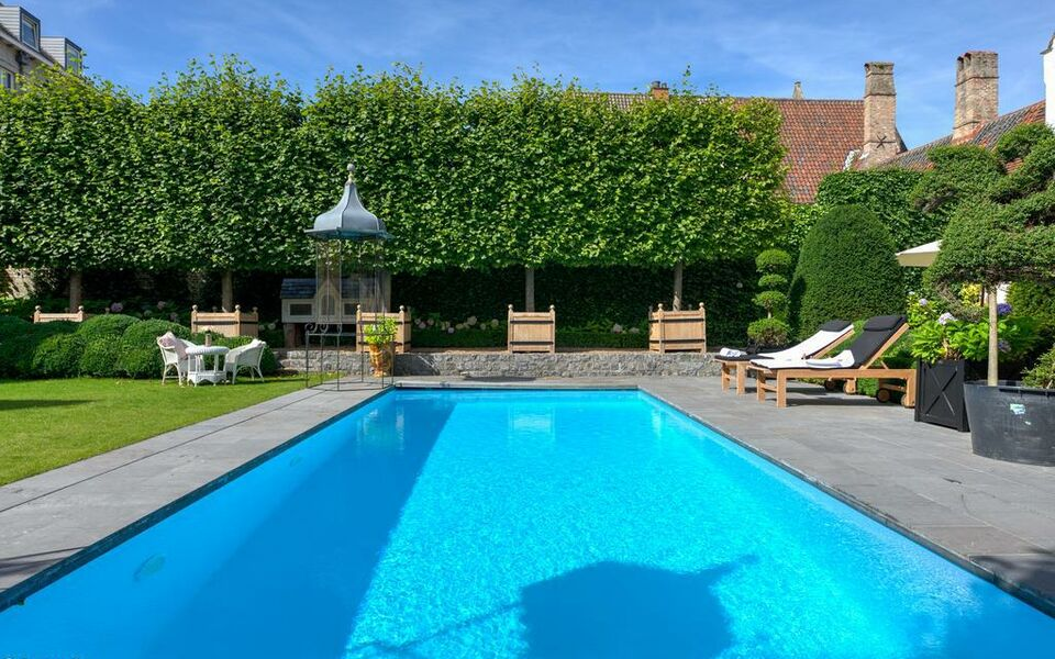Exclusive suites the secret garden br gge belgien for Bruges hotels with swimming pools