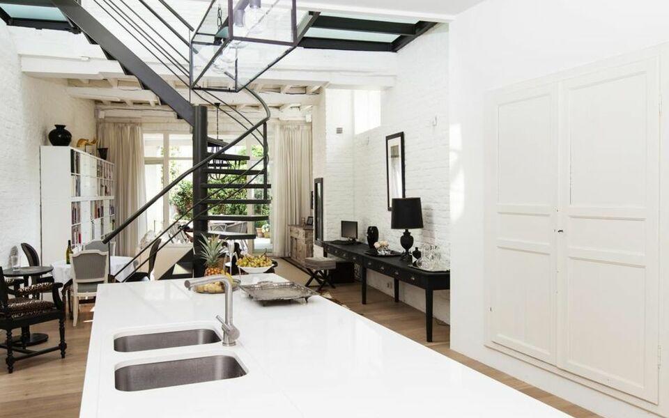 Maison amodio b b a design boutique hotel bruges belgium for B b maison printaniere bruges
