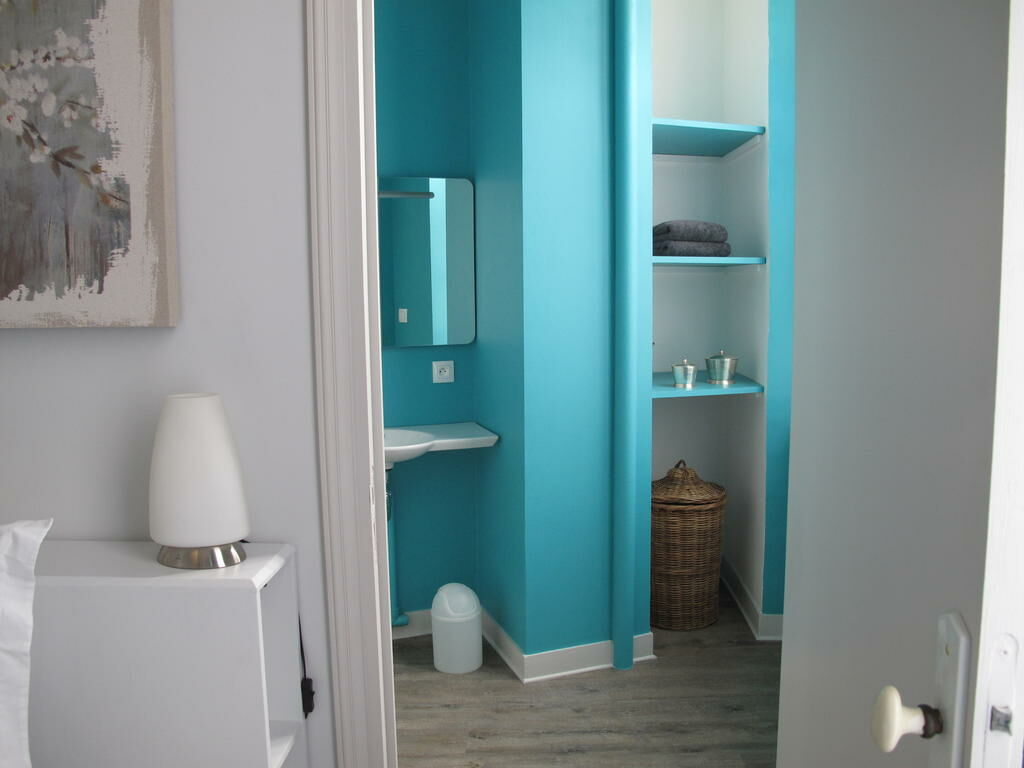 Maison ailleurs a design boutique hotel chartres france for Boutique decoration maison
