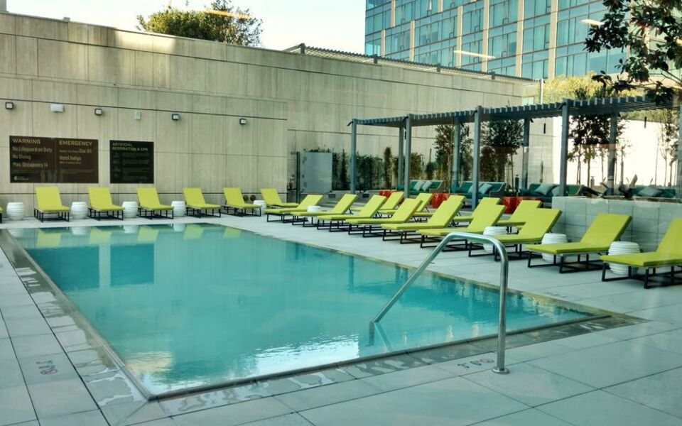 Hotel indigo los angeles downtown a design boutique hotel los angeles u s a for Natural swimming pools los angeles