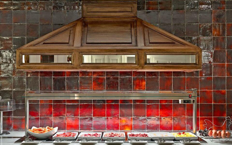 Boutique hotel h10 villa de la reina a design boutique for Design boutique hotel madrid